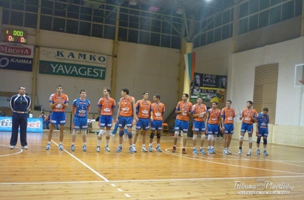 Ботев Луковит се подсили с трима играчи и треньор от Виктория