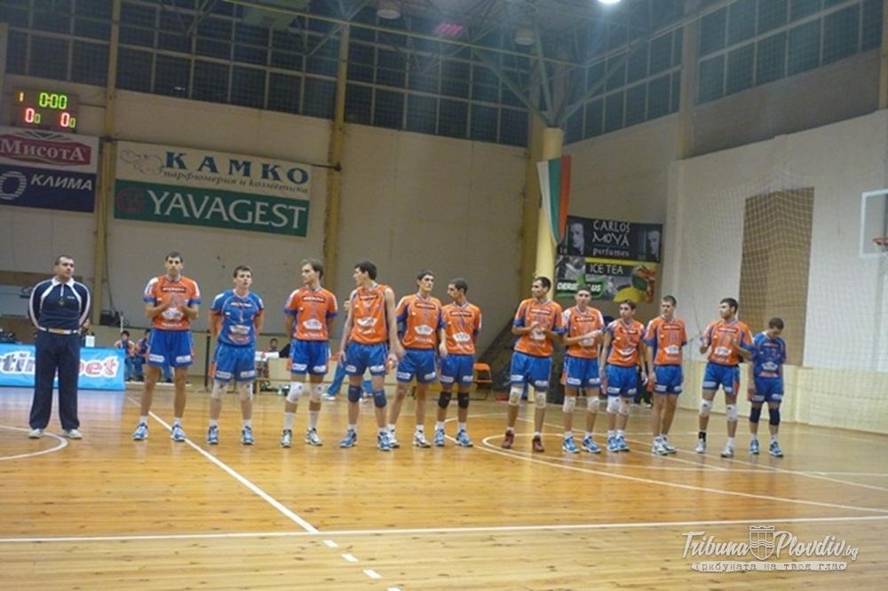 Photo of Ботев Луковит се подсили с трима играчи и треньор от Виктория
