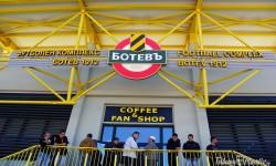СНИМКИ И ВИДЕО: Базата на Ботев в Коматево отвътре и отвън