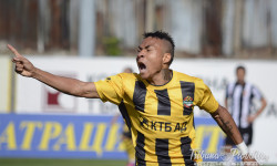 Анисе стана първият чужденец с два гола за Ботев (статистика след дербито)