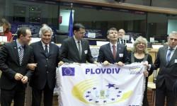 "Тотев и Титюков приеха знамето на ""Пловдив – Европейски град на спорта за 2014"""