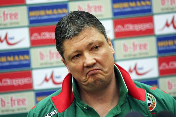 Photo of Пенев: Съдията развали мача, игра с ръка е забранена, какво остава когато се играе с двете?!