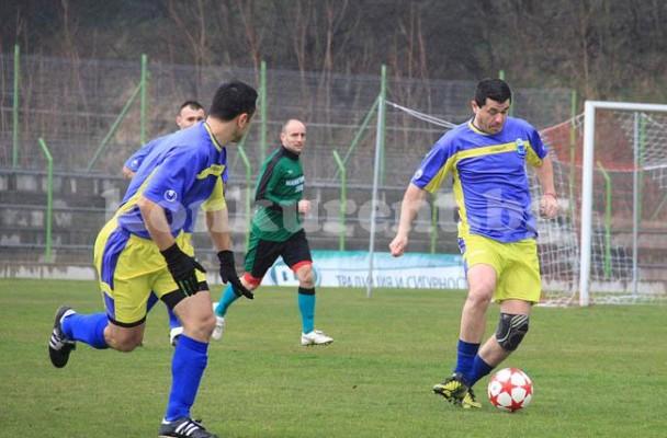 СНИМКИ: Марица направи 1:1 с Манастирище като гост в първи 1/2 финал в първенството за ветерани