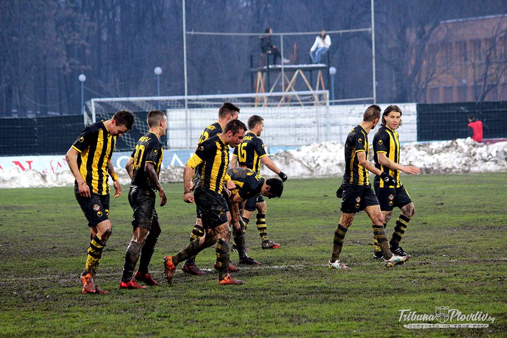 Photo of Виж кой играч от Ботев Пд е играл най-добре срещу Лудогорец и колко писаха привържениците на футболистите