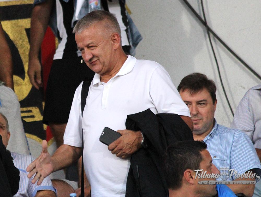 Photo of Крушарски: Не знам защо двама от футболистите ни са преподписали до 17 юли