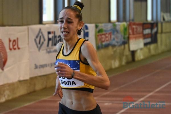 Photo of Лили Георгиева – детето, което нямаше обувки, а сега носи медали!