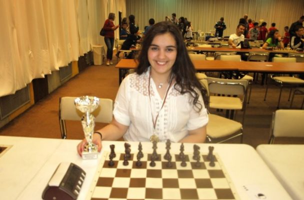 Вики Радева отново тройна шампионка по шахмат