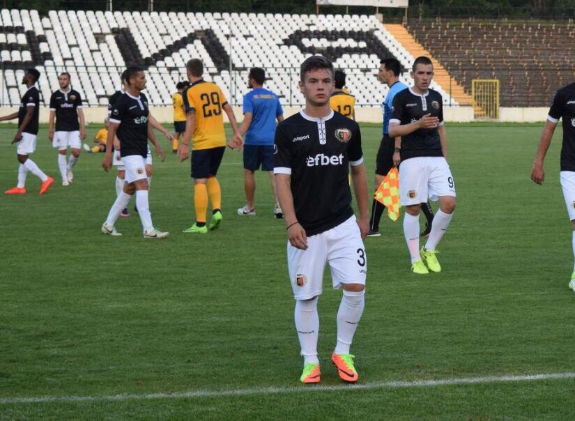 Photo of Футболист на Локомотив с поредна повиквателна за националния