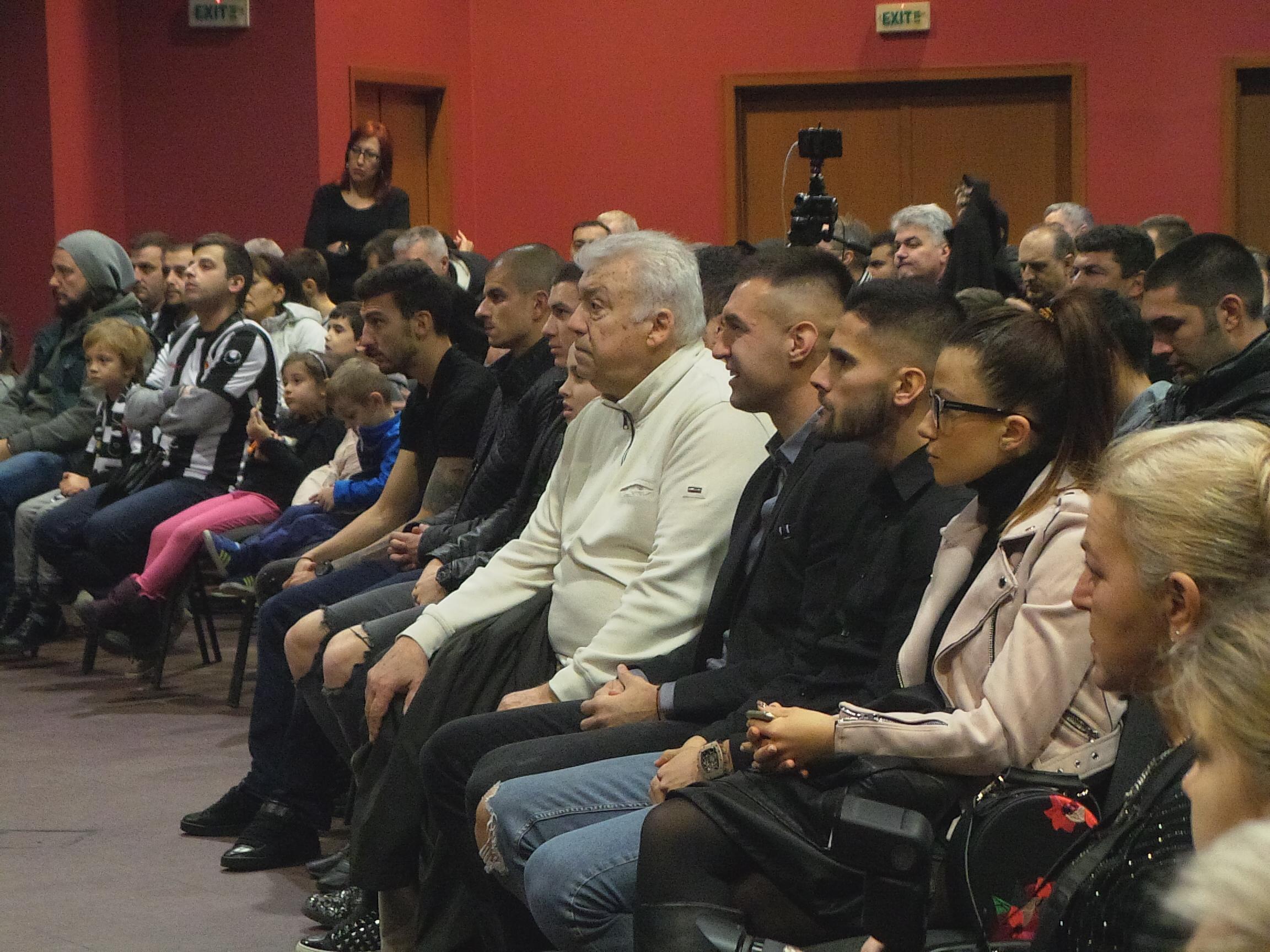 Photo of Феновете на Локо (Пд): Локомотивският дух е жив!