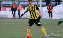 Футболист на Ботев се вряза в автобус с джипа си