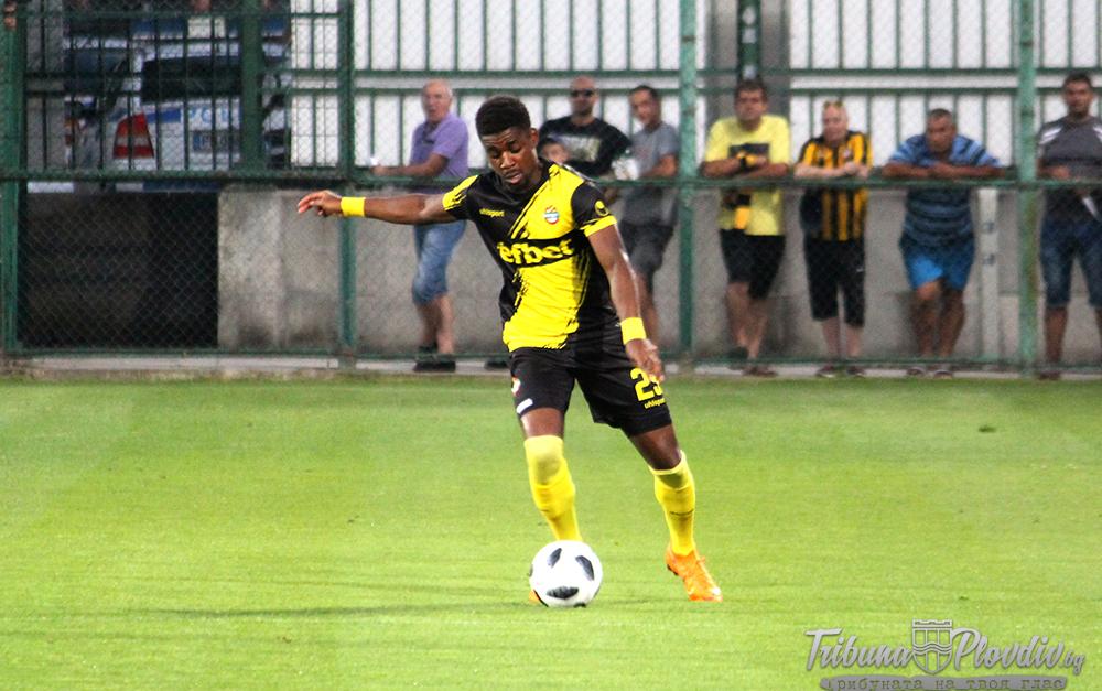 Photo of Бивш футболист на Ботев се завърна в България