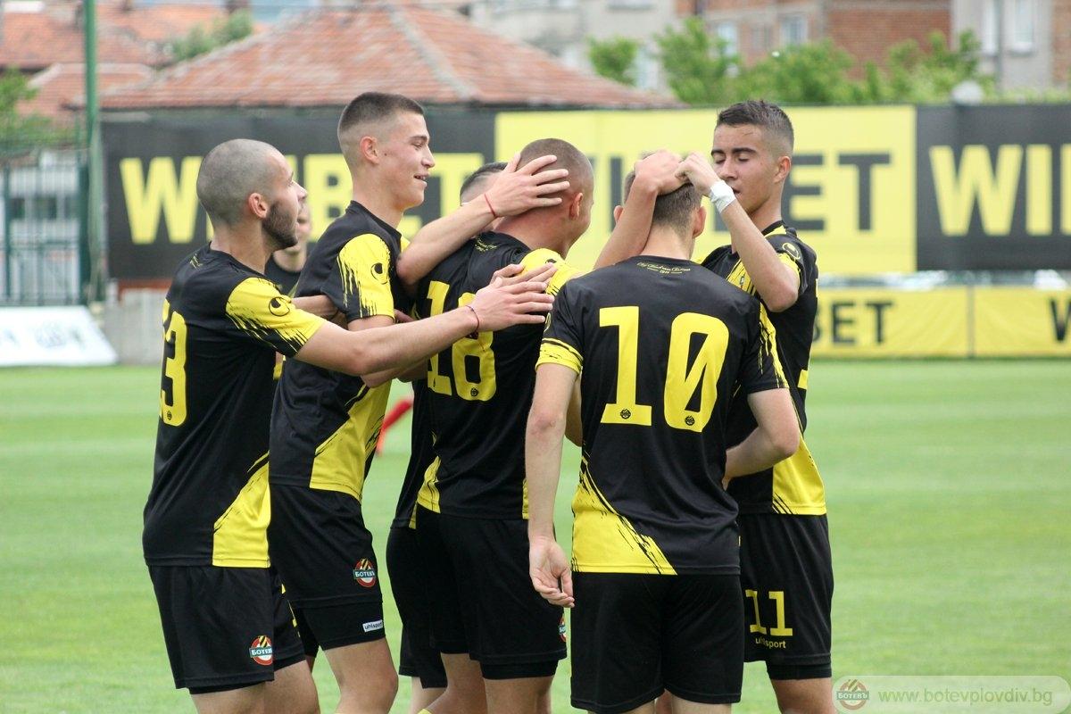 """Photo of """"Жълто-черен"""" празник за шампионските от ДЮШ"""