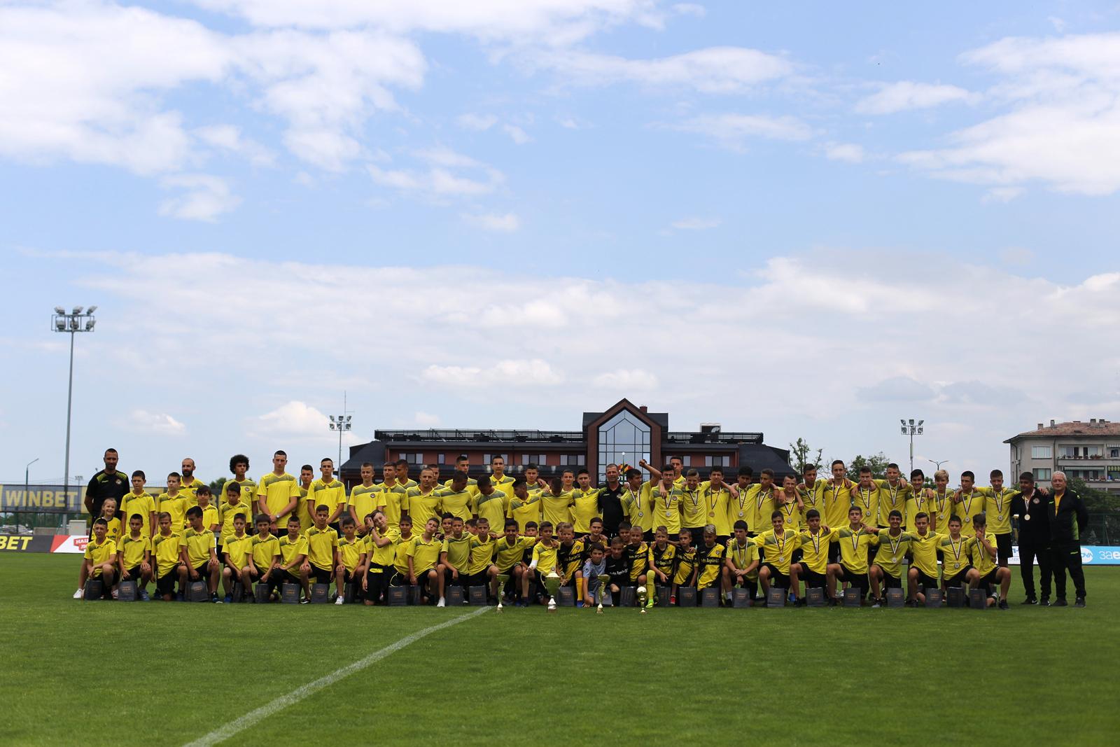 Photo of Георги Самуилов поздрави децата от школата на Ботев Пд