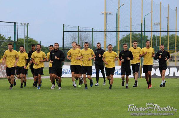 СНИМКИ: Ботев започна без новия треньор, но с двама нови