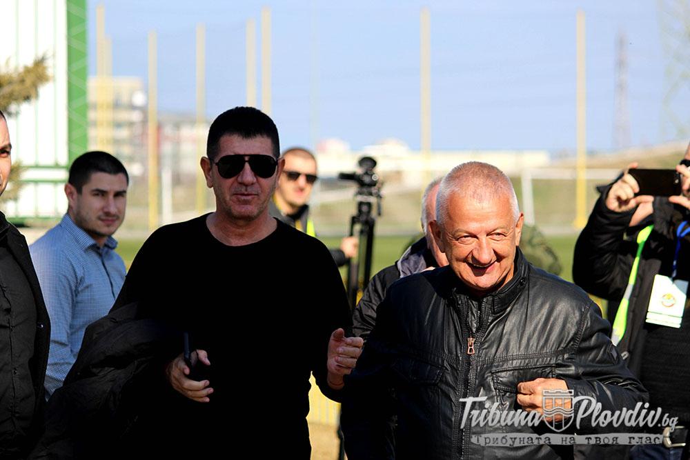 Photo of ГЛЕДАЙ: Крушарски: Ще играем в Европа и през следващата година, феновете да ходят да поркат
