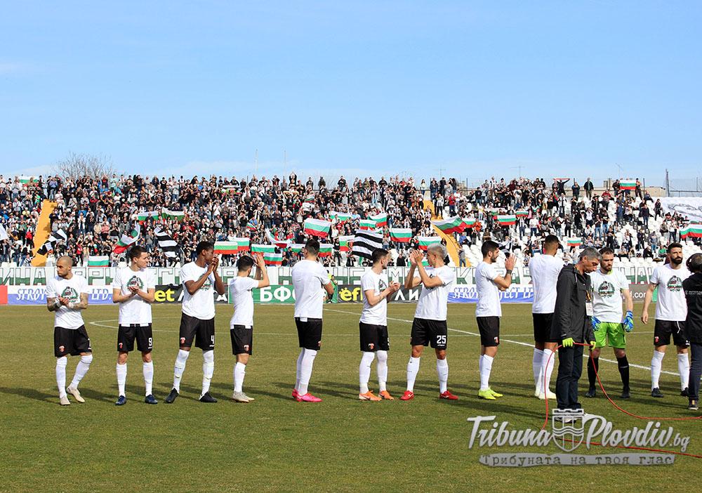Photo of Футболисти и треньори в Локомотив намалиха заплатите си