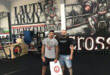 """Photo of СНИМКИ: Клубът на привържениците на Локомотив направи подаръци на спортните клубове от семейството на """"черно-белите"""""""